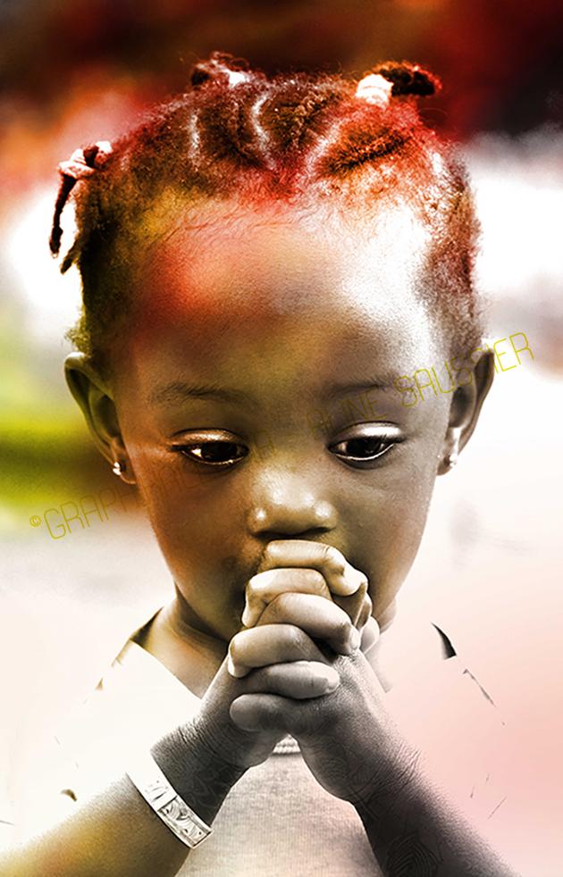 photo petite fille noire doigts croisés prière
